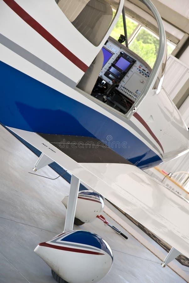 Vliegtuig in de Hanger royalty-vrije stock fotografie