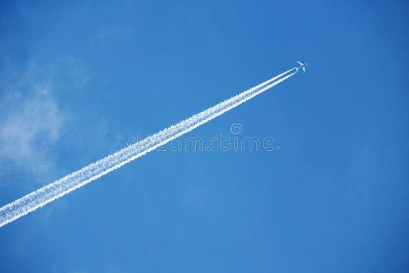 Vliegtuig in de hemel