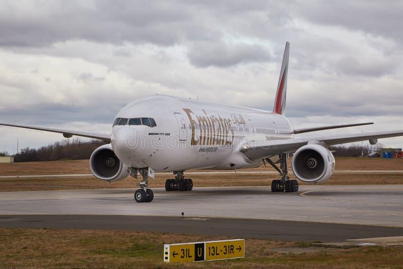 Vliegtuig die bij luchthaven taxi?en royalty-vrije stock foto