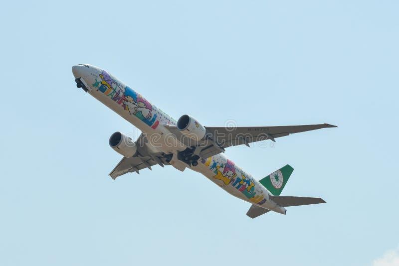 Vliegtuig die van de luchthaven opstijgen stock afbeeldingen