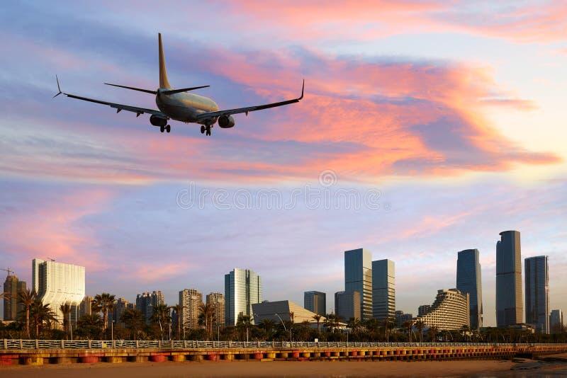 Of vliegtuig die van het passagiers het straallijnvliegtuig Xiamen, China aankomen vertrekken stock afbeelding