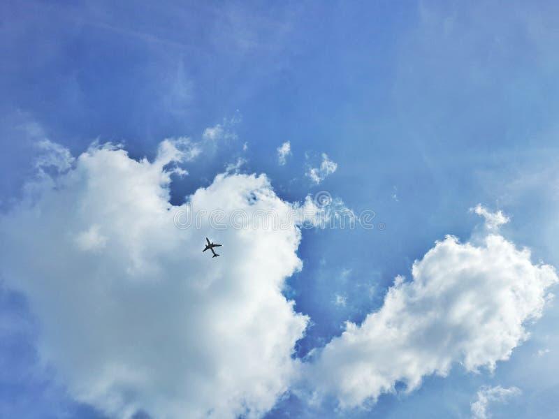 vliegtuig en hemel royalty-vrije stock foto's