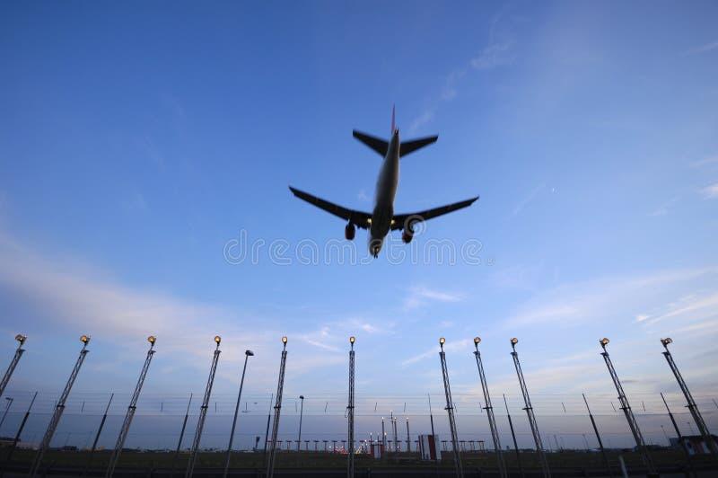Vliegtuig en luchthaven royalty-vrije stock fotografie