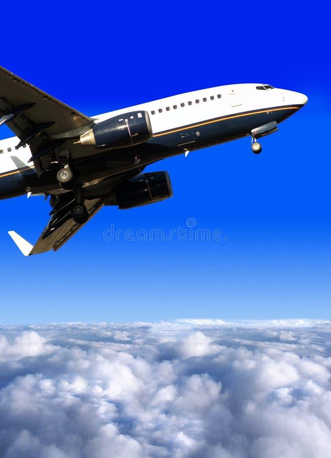 Vliegtuig klaar voor het landen royalty-vrije stock afbeeldingen