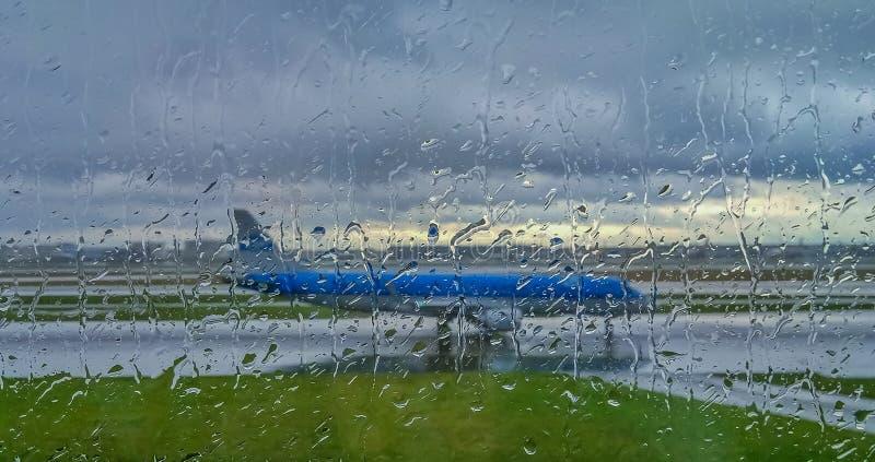Vliegtuig op de Baan stock foto