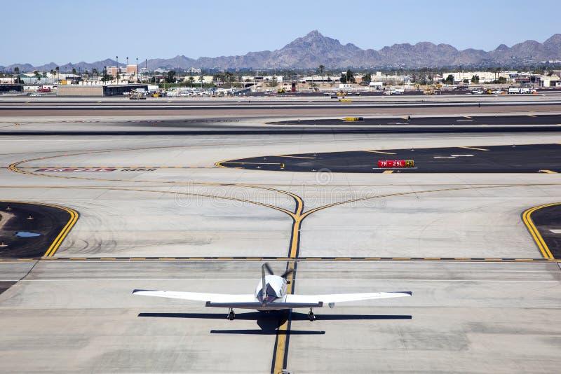 Vliegtuig op Taxibaan stock afbeeldingen