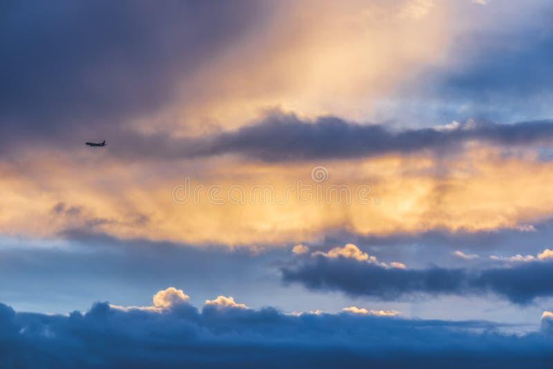 Vliegtuig over Sydney-Bovengenoemde Darling Harbour royalty-vrije stock foto's