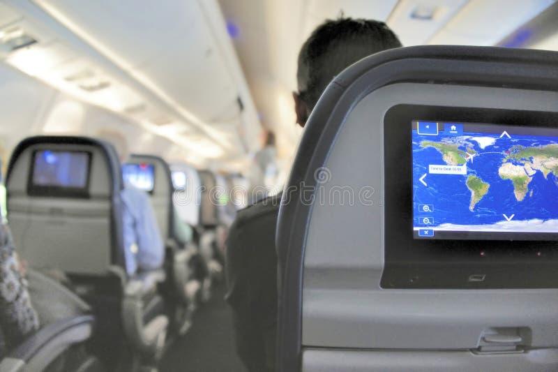 Vliegtuigbinnenland met vermaakmonitor in de zetel stock fotografie