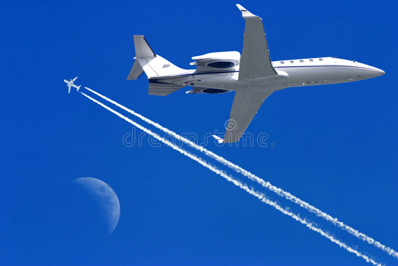 Vliegtuigen in de hemel stock fotografie