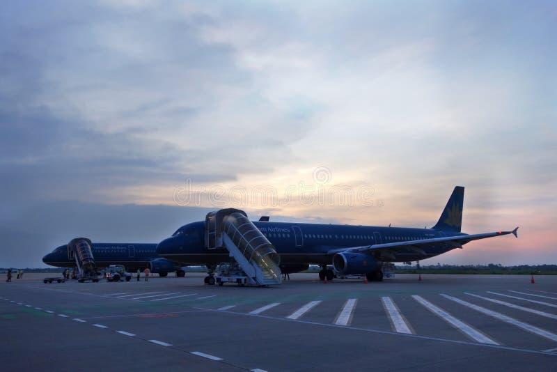Vliegtuigen die in Internationale Danang parkeren, Vietnam stock foto