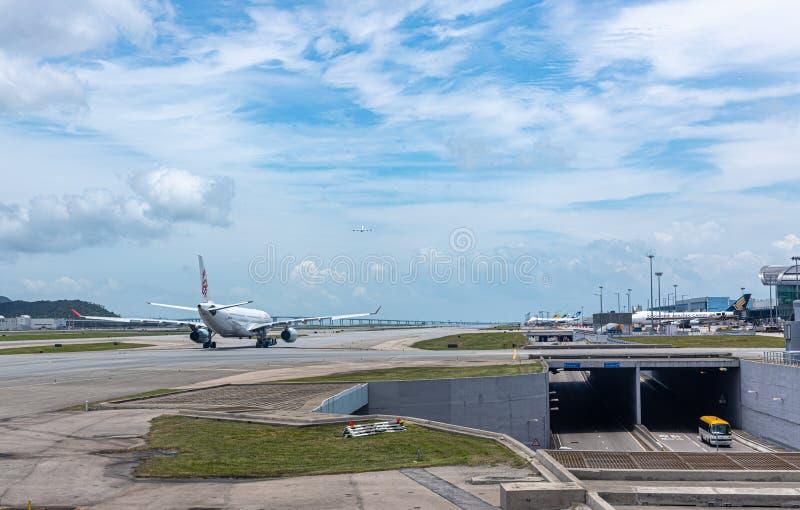 Vliegtuigen klaar voor start bij baan royalty-vrije stock fotografie