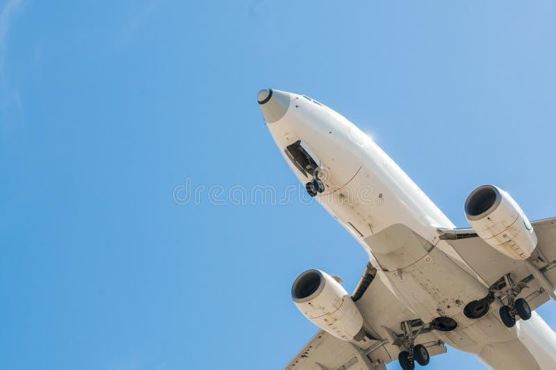 Vliegtuigen op definitieve benadering royalty-vrije stock afbeeldingen