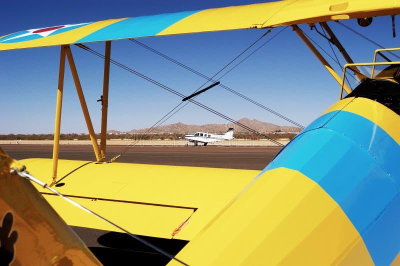 Vliegtuigen, oude en nieuwe 1 stock afbeelding