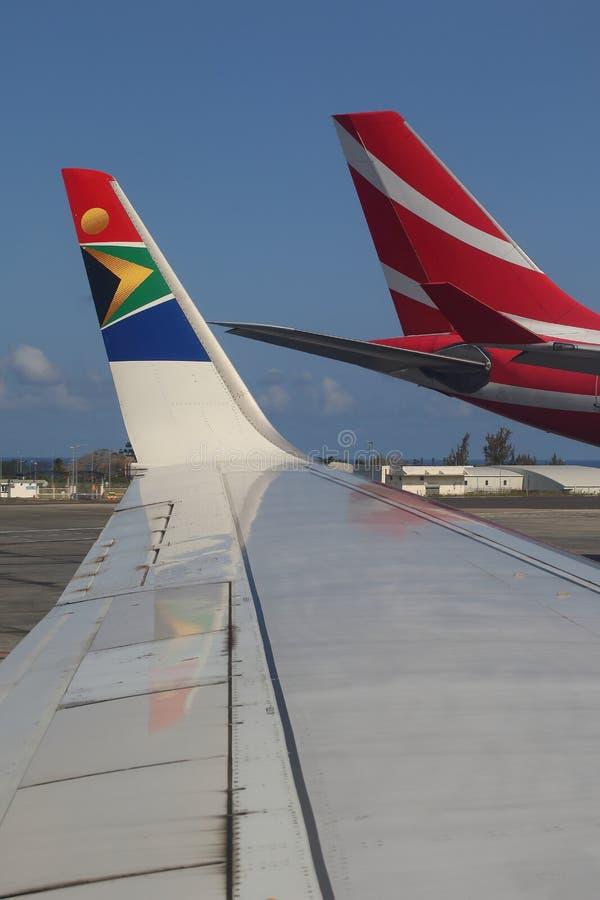 Vliegtuigen in Sir Seewoosagur Ramgoolan International Airport in Mauritius royalty-vrije stock afbeeldingen