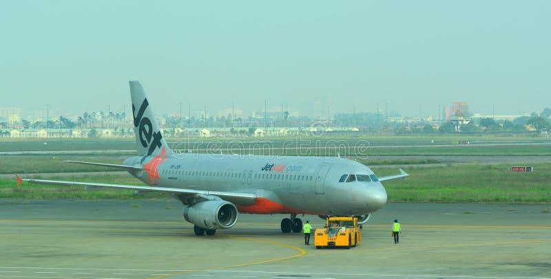 Vliegtuigen voor de burgerluchtvaart die bij Tan Son Nhat International-luchthaven parkeren royalty-vrije stock foto's