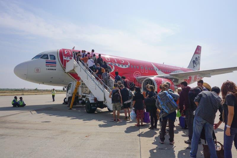 Vliegtuigen voor de burgerluchtvaart die in Mandalay Internationale luchthaven parkeren stock foto