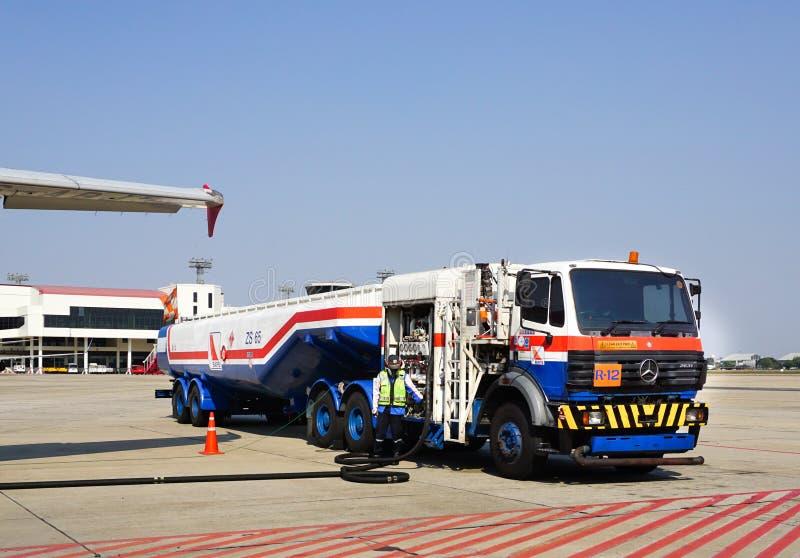 Vliegtuigen voor de burgerluchtvaart die in Mandalay Internationale luchthaven parkeren royalty-vrije stock foto