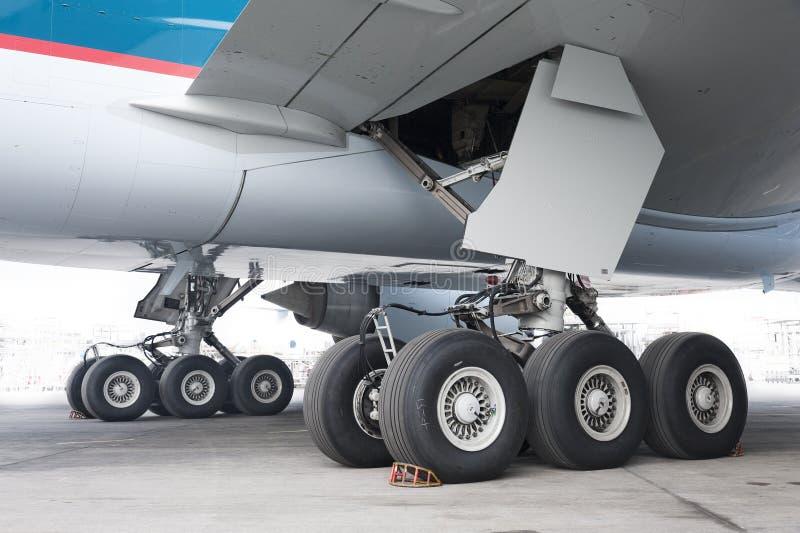 Vliegtuigenwiel stock foto