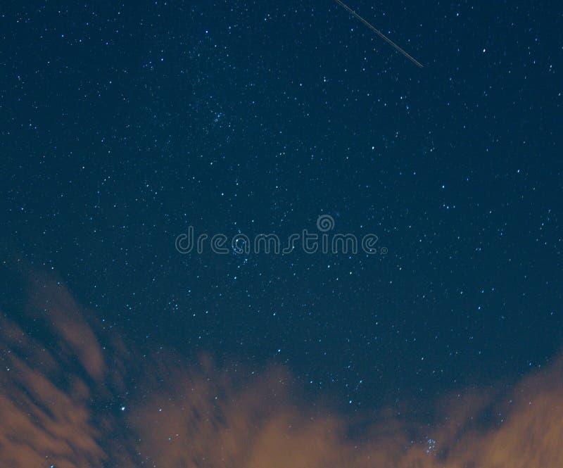 Vliegtuiglicht in Nightsky royalty-vrije stock fotografie