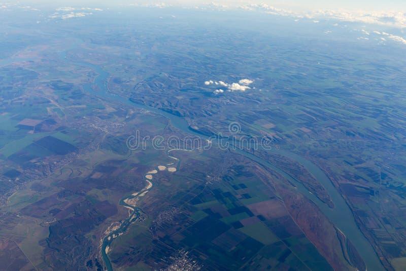 Vliegtuigmening van de rivier van Donau stock afbeelding