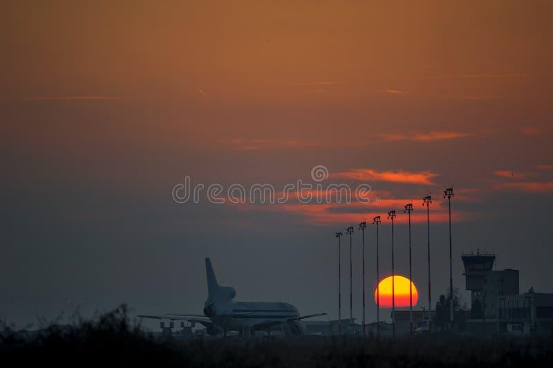 Vliegtuigsilhouet stock foto's
