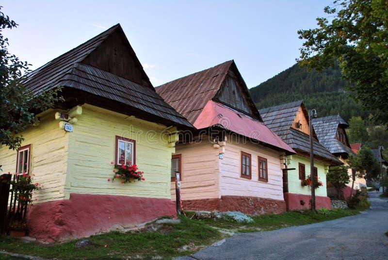 Vlkolinec, Ruzomberok, Slowakije: Traditionele Karpathian-huizen in dorp Vlkolinec royalty-vrije stock foto