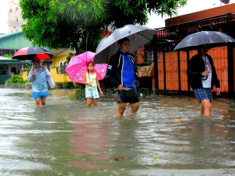 Vloed door tyfoon Mario (internationale naam Fung Wong) wordt veroorzaakt in de Filippijnen op 19 September, 2014 die royalty-vrije stock afbeelding