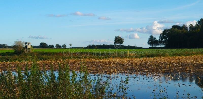 Vloed en meer tegelijkertijd stock foto's