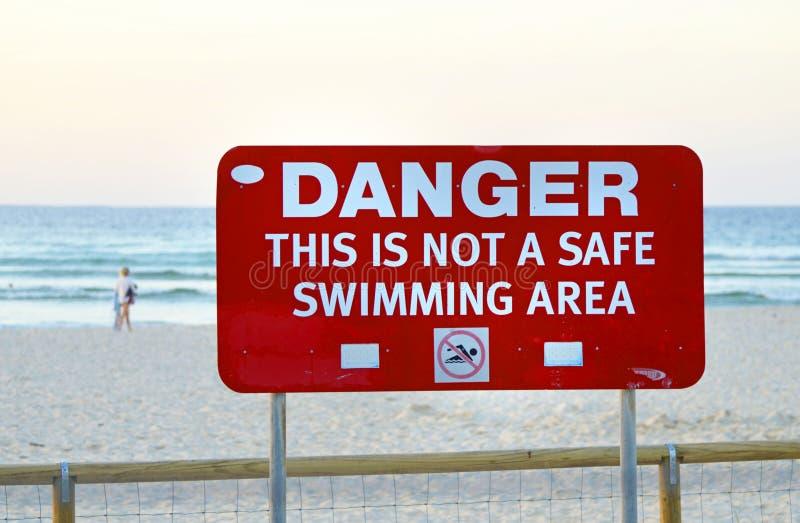 Vloed in Queensland die stranden maken onveilig voor het zwemmen stock fotografie