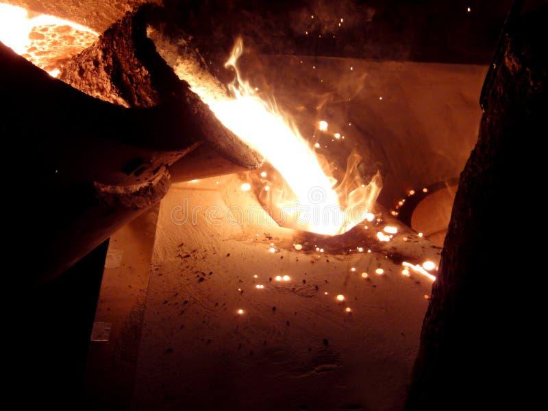 Vloeibare rode metall in gieterij royalty-vrije stock afbeeldingen