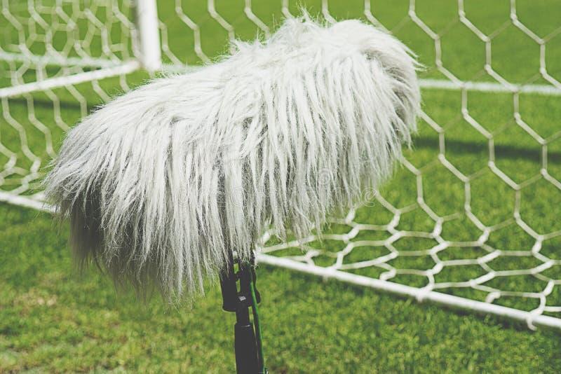 Vloertype microfoon populair in een positie die aan het werkingsgebied van de sport dicht is royalty-vrije stock foto's