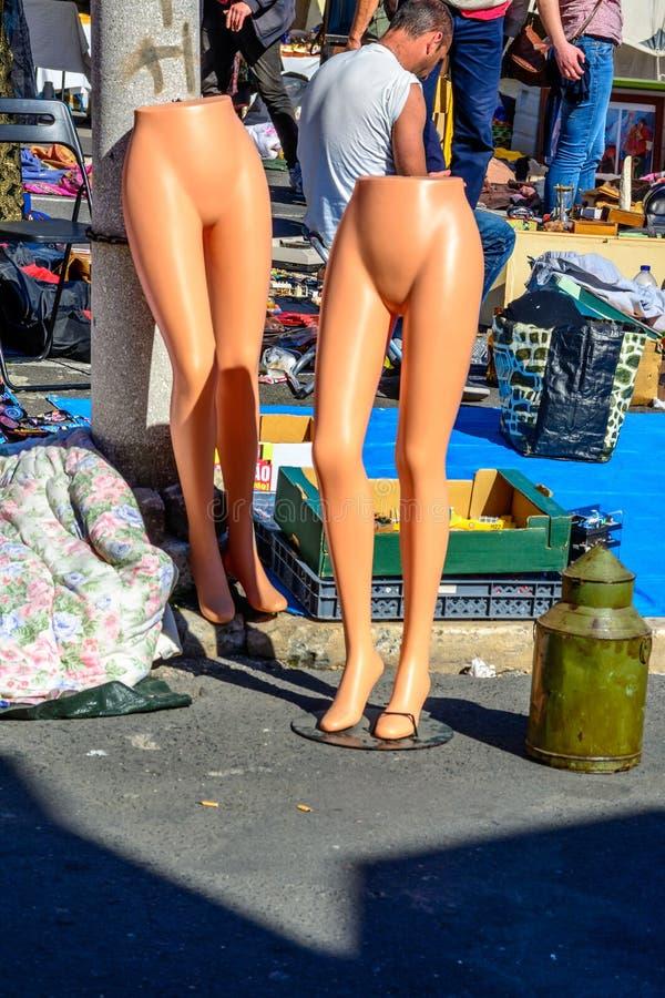 Download Vlooienmarkt In Alfama, Lissabon Redactionele Stock Afbeelding - Afbeelding bestaande uit menigte, kunstwerk: 54075684