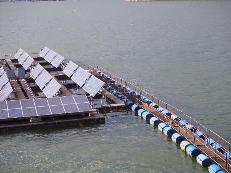 Vlotter zonnelandbouwbedrijf stock fotografie