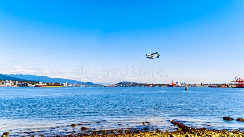 Vlottervliegtuig die van de Haven van Vancouver van start gaan stock foto