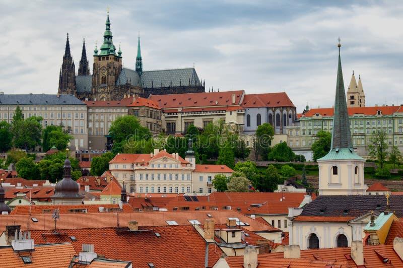Download Vltava перемещения реки Prague фото европы замока старое Стоковое Изображение - изображение насчитывающей крыши, чехословакско: 40580271