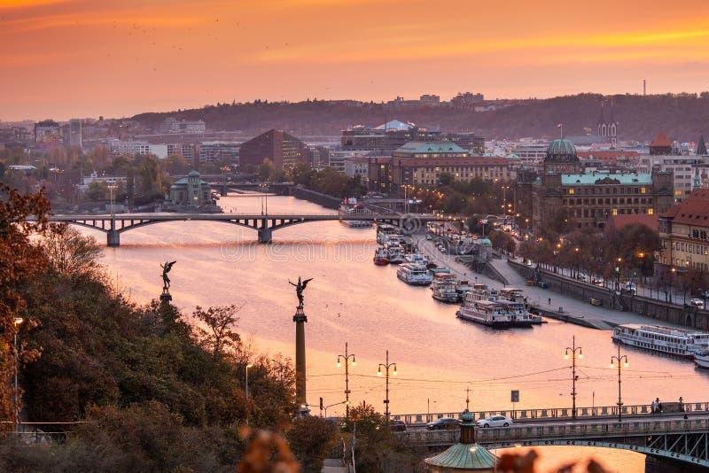 Vltava, Moldau rzeczny bulwar -, Stary miasteczko, Praga UNESCO, Cze obraz stock