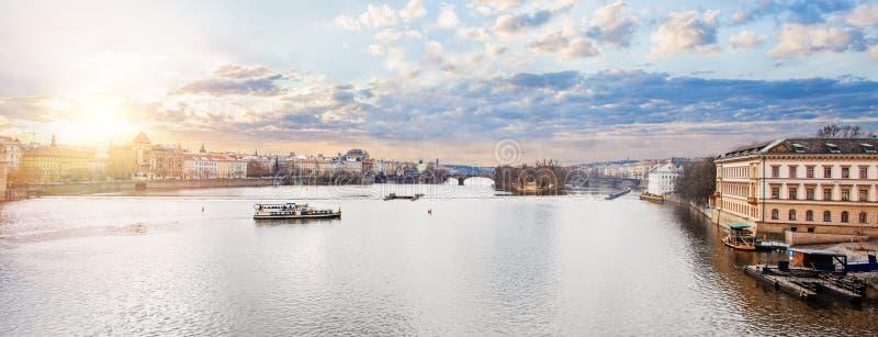 Vltava rzeka w Praga republika czech panorama Prague obraz stock