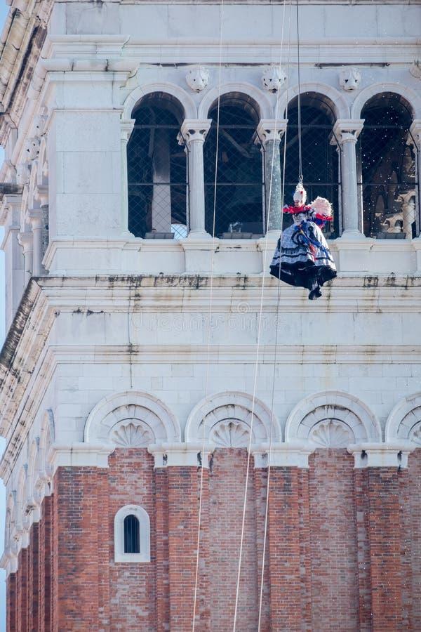Vlucht van dell ` Angelo van IL Volo van de Engelenceremonie in jaarlijks Venetië Carnaval, Venetië Italië royalty-vrije stock fotografie