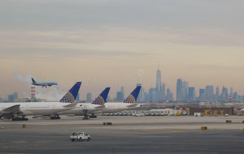 Vluchtaankomst - de Stad van New York stock afbeelding