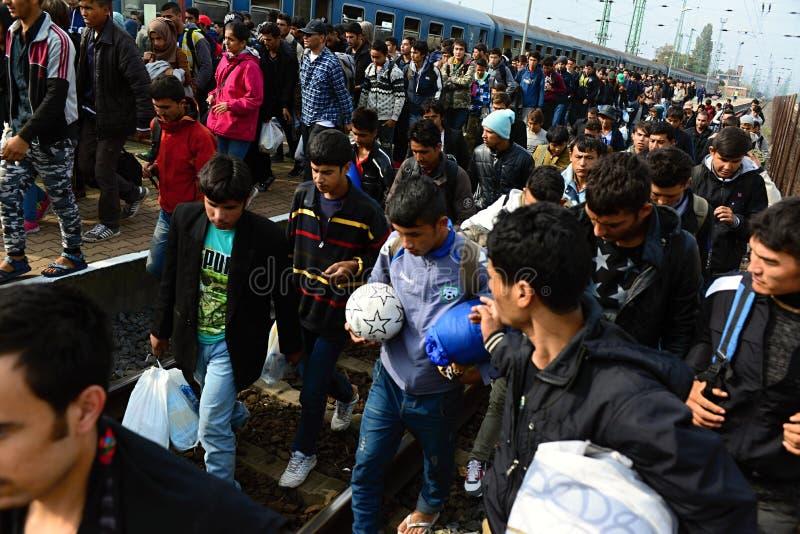 vluchtelingen die Hongarije verlaten royalty-vrije stock afbeelding