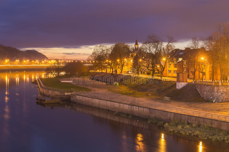 Nemunasâ Promenade in alter Stadt Kaunas lizenzfreies stockbild