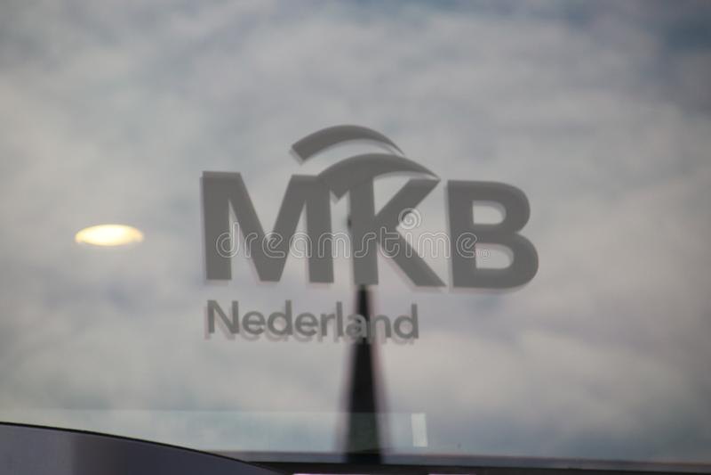 VNO NCW和MKB Nederland商标在malietower办公室的窗口的在小室Haag荷兰 图库摄影