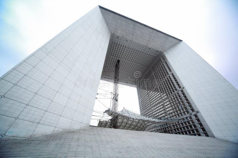 Voûte au district des affaires de la défense de La à Paris images libres de droits