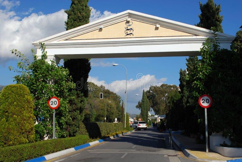 Voûte d'entrée de club de Marbella, Marbella, Espagne image libre de droits