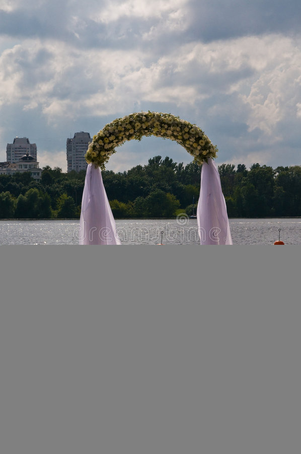 Voûte de fleur de mariage photo libre de droits