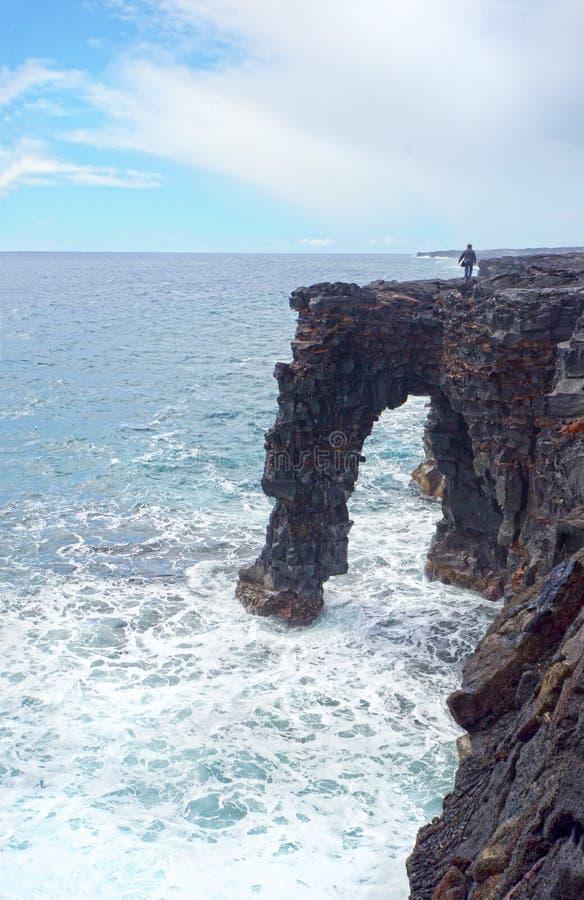 Voûte de mer de Holei, parc national de volcans de grande île, Hawaï Formation de voûte de roche de lave photographie stock libre de droits
