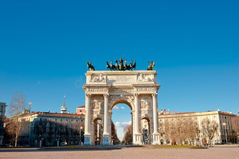 Voûte de paix de porte de Sempione à Milan photographie stock
