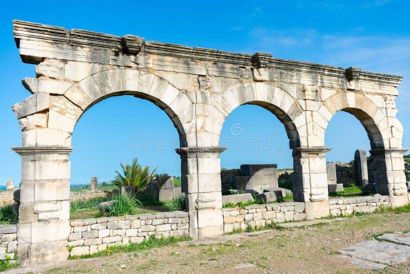 Voûtes chez Roman Ruins de Volubilis au Maroc image stock