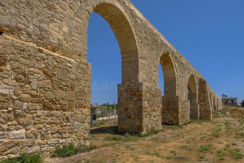 Voûtes de l'aqueduc chez Kamares, Larnaca, Chypre images libres de droits