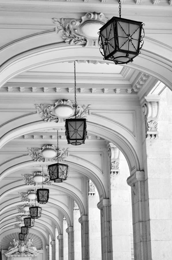 Voûtes et lampes - groupes architecturaux photos stock